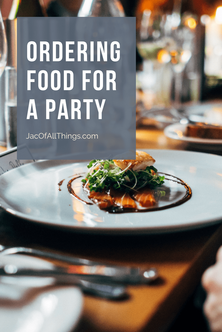 How to calculate how much food is needed for party. Buy enough food and drink for a crowd for your next event. #partyplanning #entertaining