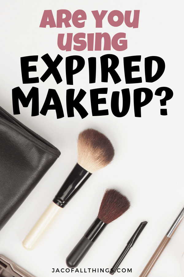 Do you wonder how long does makeup last? Learn all about makeup expiration dates and the truths about your cosmetics. #lifetips #beautytips #lifehacks